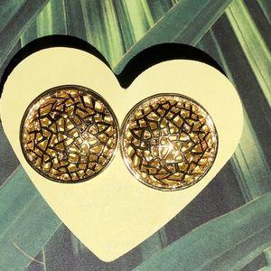 Avon gold tone earrings beautiful design #123
